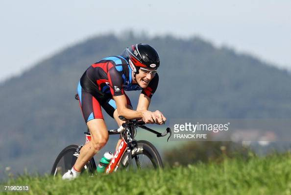 US' David Zabriskie rides during the men's time trial race at the 2006 UCI World road championships 21 September 2006 in Salzburg Switzerland's...