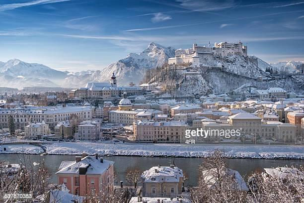 Salzbourg de Hohensalzburg recouvert de neige, Alpes autrichiennes