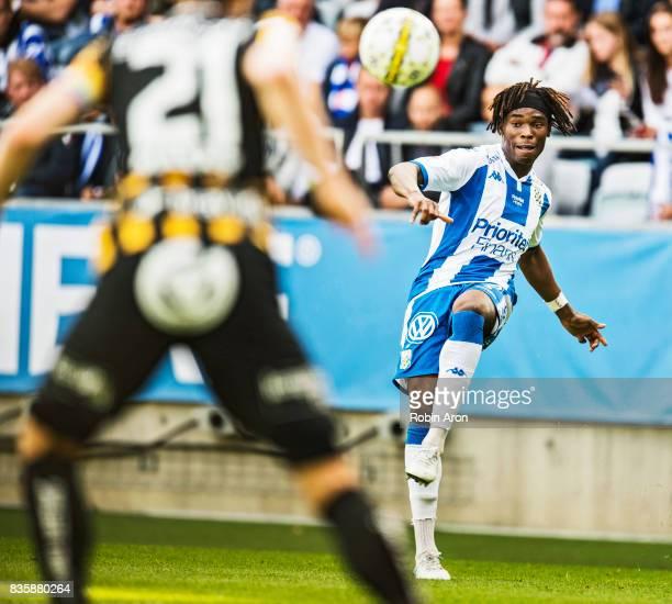 Sam Adekugbe of IFK Goteborg shoots during the Allsvenskan match between IFK Goteborg and BK Hacken at Gamla Ullevi on August 20 2017 in Gothenburg...