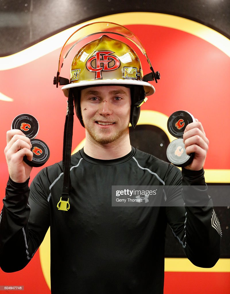 <a gi-track='captionPersonalityLinkClicked' href=/galleries/search?phrase=Sam+Bennett+-+Ice+Hockey+Player&family=editorial&specificpeople=12707460 ng-click='$event.stopPropagation()'>Sam Bennett</a> #93 of the Calgary Flames holds up all four of his goal pucks against the Florida Panthers at Scotiabank Saddledome on January 13, 2016 in Calgary, Alberta, Canada.