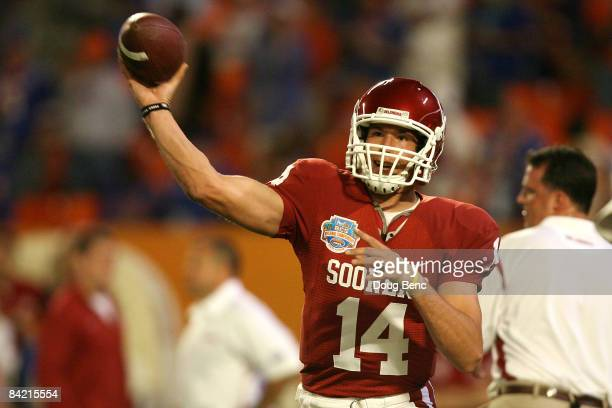 Sam Bradford of the Oklahoma Sooners warmups against the Florida Gators during the FedEx BCS National Championship game at Dolphin Stadium on January...