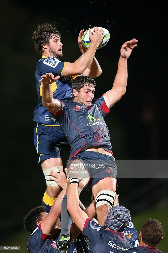 <a gi-track='captionPersonalityLinkClicked' href=/galleries/search?phrase=Sam+Carter+-+Rugby+Player&family=editorial&specificpeople=13506926 ng-click='$event.stopPropagation()'>Sam Carter</a> of the Brumbies takes the line out over <a gi-track='captionPersonalityLinkClicked' href=/galleries/search?phrase=Rob+Simmons+-+Rugby+Player&family=editorial&specificpeople=11355817 ng-click='$event.stopPropagation()'>Rob Simmons</a> of the Reds during the Super Rugby Pre-Season match between the Reds and the Brumbies at Ballymore Stadium on February 12, 2016 in Brisbane, Australia.