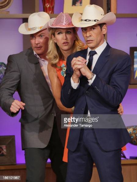 Sam Champion Lara Spencer and Johnny Lozada are seen on the set of Despierta America for simulcast with 'Good Morning America' and Fusion's the...