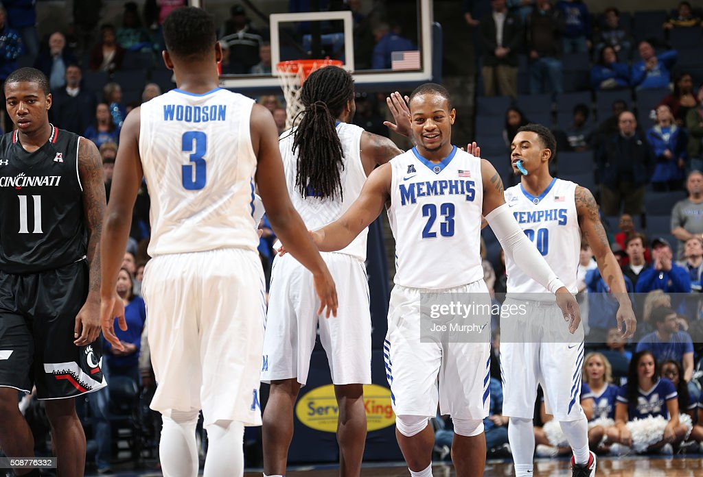 Sam Craft #23 and Avery Woodson #3 of the Memphis Tigers celebrate against the Cincinnati Bearcats on February 6, 2016 at FedExForum in Memphis. Memphis defeated Cincinnati 63-59.