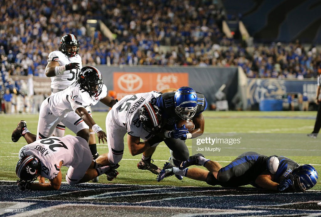 Sam Craft of the Memphis Tigers runs for a touchdown against the Cincinnati Bearcats on September 24 2015 at Liberty Bowl Memorial Stadium in Memphis...