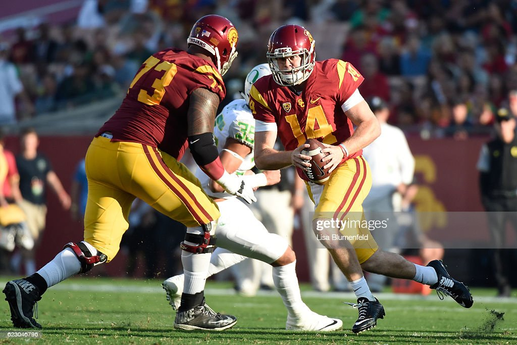 Sam Darnold #14 of the USC Trojans looks to pass the ball against the Oregon Ducks at Los Angeles Memorial Coliseum on November 5, 2016 in Los Angeles, California.