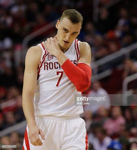 Rockets Vs Warriors Uk Time: Holding On Shoulder Stock Photos And Pictures