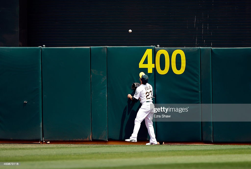 <a gi-track='captionPersonalityLinkClicked' href=/galleries/search?phrase=Sam+Fuld&family=editorial&specificpeople=4505687 ng-click='$event.stopPropagation()'>Sam Fuld</a> #23 of the Oakland Athletics watches a home run ball hit by Lucas Duda #21 of the New York Mets go over the outfield wall in the third inning at O.co Coliseum on August 20, 2014 in Oakland, California.