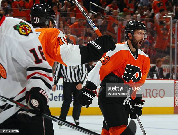 Sam Gagner of the Philadelphia Flyers scores on the powerplay at 535 of the second period against the Chicago Blackhawks at the Wells Fargo Center on...