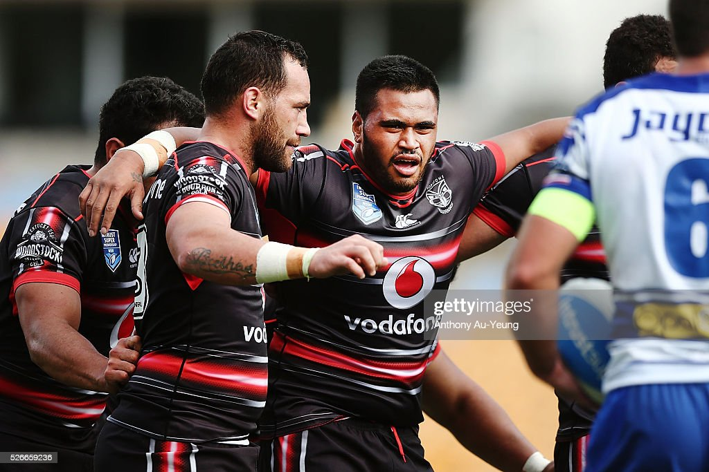 Sam Lisone of the Warriors prepares for a scrum with teammate Bodene Thompson during the round nine NSW Intrust Super Cup Premiership match between the New Zealand Warriors and the Canterbury Bankstown Bulldogs at Mt Smart Stadium on May 1, 2016 in Auckland, New Zealand.