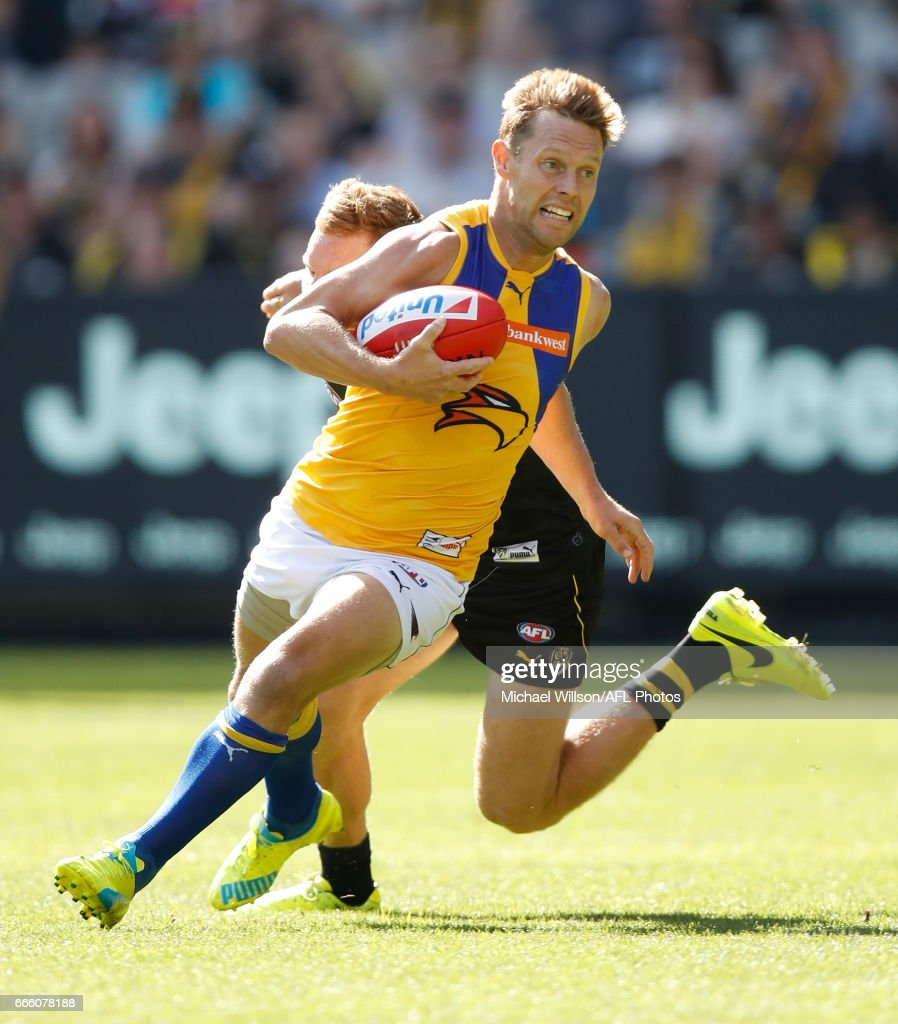 Sam Mitchell of the Eagles evades Nick Vlastuin of the Tigers during the 2017 AFL round 03 match between the Richmond Tigers and the West Coast Eagles at the Melbourne Cricket Ground on April 08, 2017 in Melbourne, Australia.
