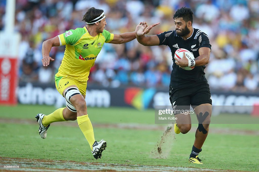 Sam Myers of Australia tackles <a gi-track='captionPersonalityLinkClicked' href=/galleries/search?phrase=Akira+Ioane&family=editorial&specificpeople=9479095 ng-click='$event.stopPropagation()'>Akira Ioane</a> of New Zealand during the 2016 Sydney Sevens cup final match between Australia and New Zealand at Allianz Stadium on February 7, 2016 in Sydney, Australia.