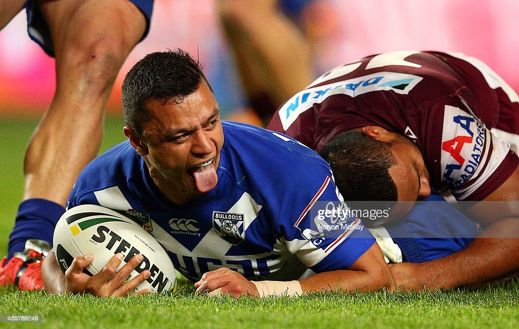 Sam Perrett of the Bulldogs scores a try during the NRL 2nd Semi Final match between the Manly Sea Eagles and the Canterbury Bulldogs at Allianz...