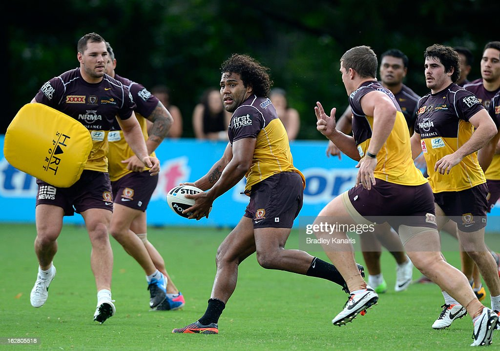 <a gi-track='captionPersonalityLinkClicked' href=/galleries/search?phrase=Sam+Thaiday&family=editorial&specificpeople=540245 ng-click='$event.stopPropagation()'>Sam Thaiday</a> looks to pass during a Brisbane Broncos NRL training session on February 28, 2013 in Brisbane, Australia.