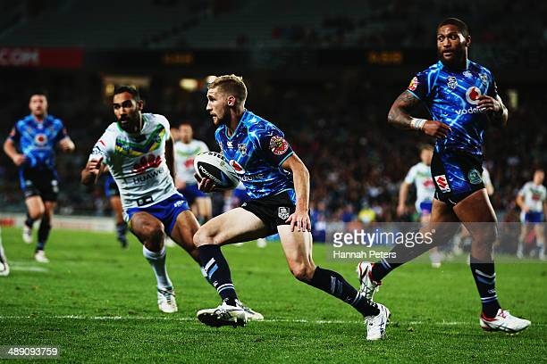 Sam Tomkins of the Warriors charges forward during the round nine NRL match between the New Zealand Warriors and the Canberra Raiders at Eden Park on...