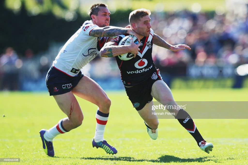 Sam Tomkins of the Warriors makes a break during the round 24 NRL match between the New Zealand Warriors and the Sydney Roosters at Mt Smart Stadium on August 24, 2014 in Auckland, New Zealand.