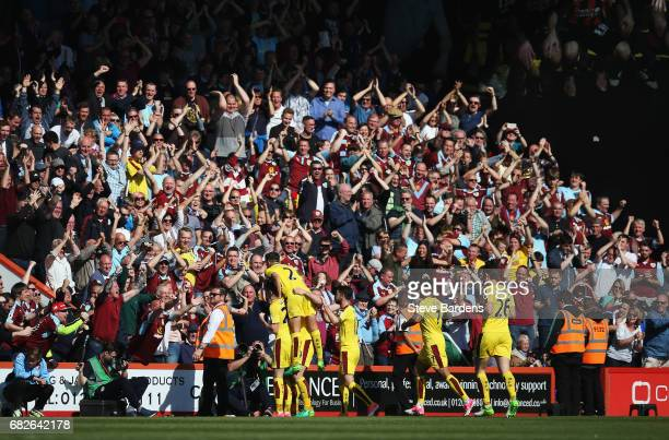 Sam Vokes of Burnley celebrates scoring his sides first goal with his Burnley team mates and Burnley fans during the Premier League match between AFC...