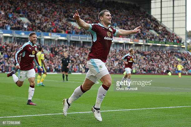 Sam Vokes of Burnley celebrates scoring his team's first goal during the Premier League match between Burnley and Everton at Turf Moor on October 22...