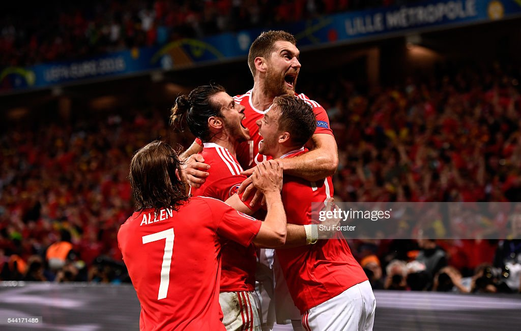 <a gi-track='captionPersonalityLinkClicked' href=/galleries/search?phrase=Sam+Vokes&family=editorial&specificpeople=4778614 ng-click='$event.stopPropagation()'>Sam Vokes</a> (top) of Wales celebrates scoring his team's third goal with his team mates during the UEFA EURO 2016 quarter final match between Wales and Belgium at Stade Pierre-Mauroy on July 1, 2016 in Lille, France.