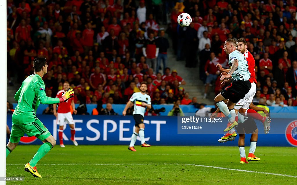 <a gi-track='captionPersonalityLinkClicked' href=/galleries/search?phrase=Sam+Vokes&family=editorial&specificpeople=4778614 ng-click='$event.stopPropagation()'>Sam Vokes</a> (1st R) of Wales heads the ball to score his team's third goal past <a gi-track='captionPersonalityLinkClicked' href=/galleries/search?phrase=Thibaut+Courtois&family=editorial&specificpeople=7126410 ng-click='$event.stopPropagation()'>Thibaut Courtois</a> (1st L) of Belgium during the UEFA EURO 2016 quarter final match between Wales and Belgium at Stade Pierre-Mauroy on July 1, 2016 in Lille, France.