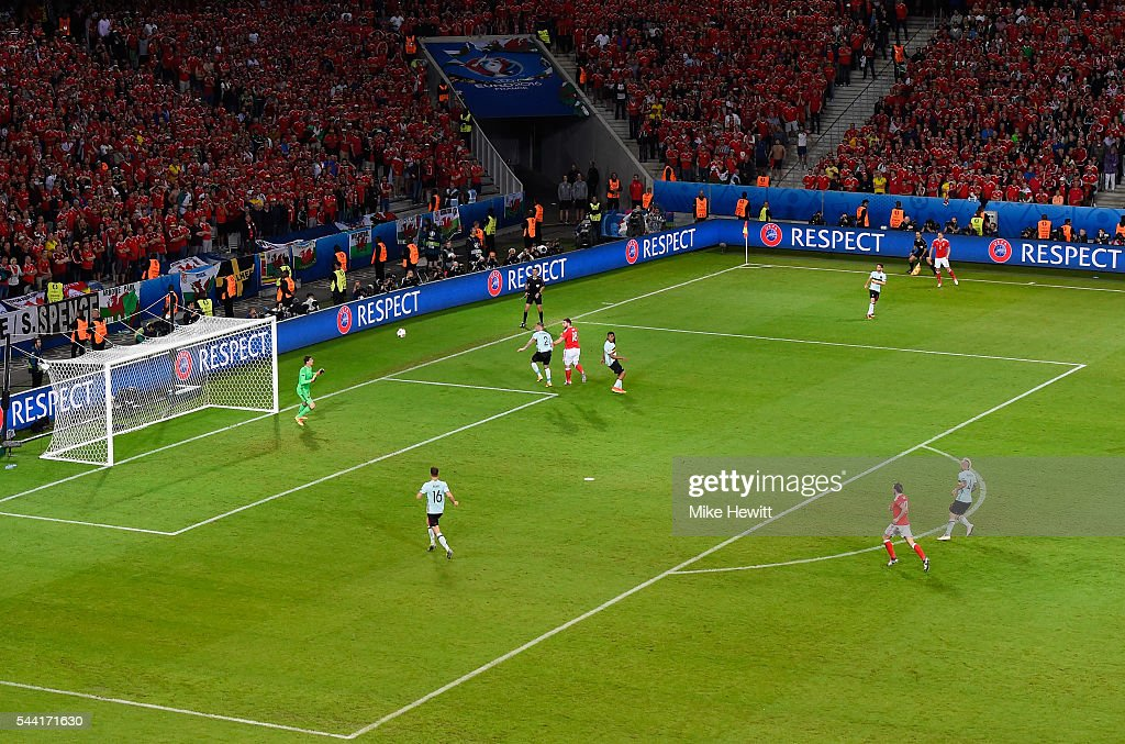 <a gi-track='captionPersonalityLinkClicked' href=/galleries/search?phrase=Sam+Vokes&family=editorial&specificpeople=4778614 ng-click='$event.stopPropagation()'>Sam Vokes</a> (4th L) of Wales heads the ball to score his team's third goal during the UEFA EURO 2016 quarter final match between Wales and Belgium at Stade Pierre-Mauroy on July 1, 2016 in Lille, France.
