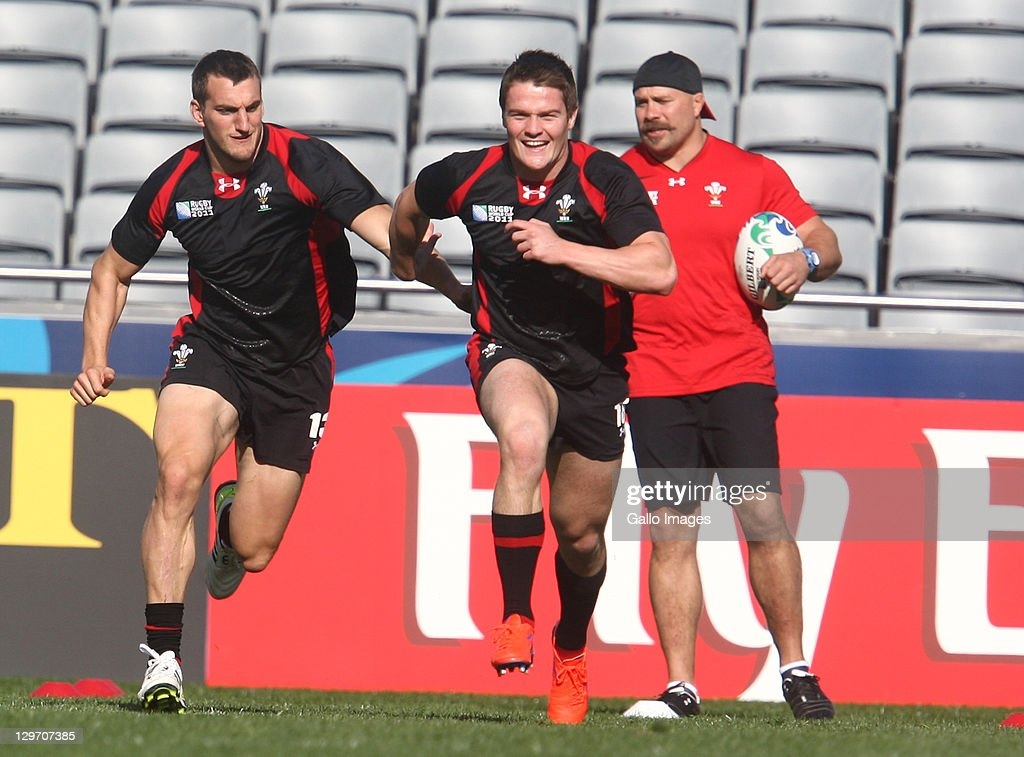 <a gi-track='captionPersonalityLinkClicked' href=/galleries/search?phrase=Sam+Warburton+-+Rugby+Player&family=editorial&specificpeople=4234449 ng-click='$event.stopPropagation()'>Sam Warburton</a> (L) and Danny Lydiate in action during the Welsh national rugby team Captain's Run at Eden Park on October 20, 2011 in Auckland, New Zealand.