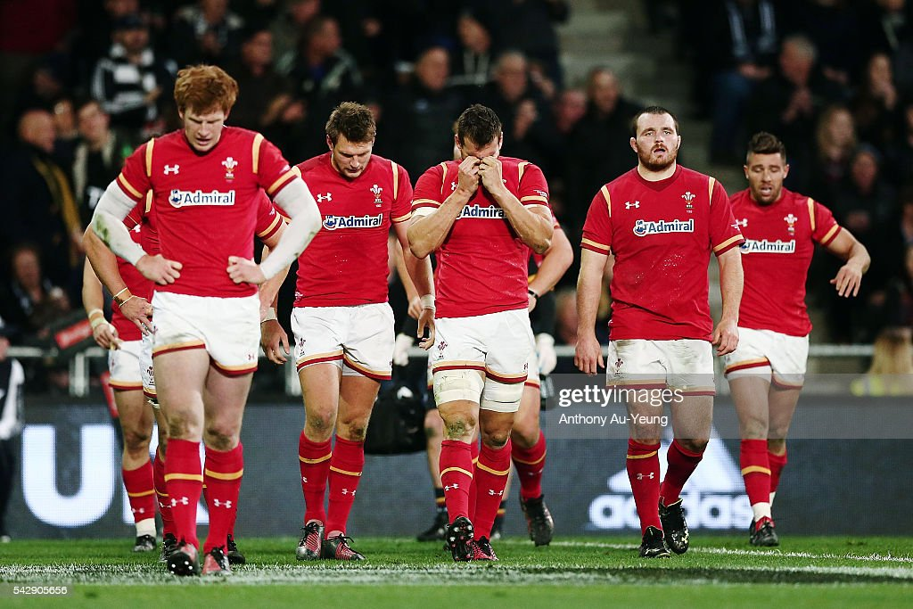 <a gi-track='captionPersonalityLinkClicked' href=/galleries/search?phrase=Sam+Warburton+-+Rugby+Player&family=editorial&specificpeople=4234449 ng-click='$event.stopPropagation()'>Sam Warburton</a> of Wales and the team look on during the International Test match between the New Zealand All Blacks and Wales at Forsyth Barr Stadium on June 25, 2016 in Dunedin, New Zealand.