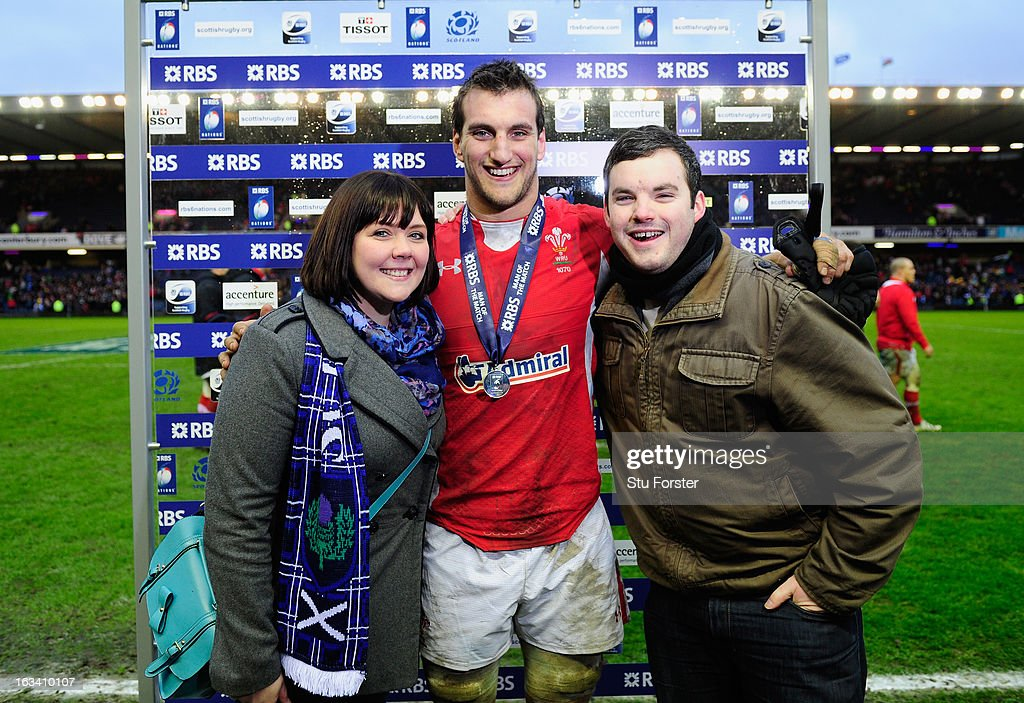 <a gi-track='captionPersonalityLinkClicked' href=/galleries/search?phrase=Sam+Warburton+-+Rugby+Player&family=editorial&specificpeople=4234449 ng-click='$event.stopPropagation()'>Sam Warburton</a> of Wales poses with his Man of the Match award after the RBS Six Nations match between Scotland and Wales at Murrayfield Stadium on March 9, 2013 in Edinburgh, Scotland.