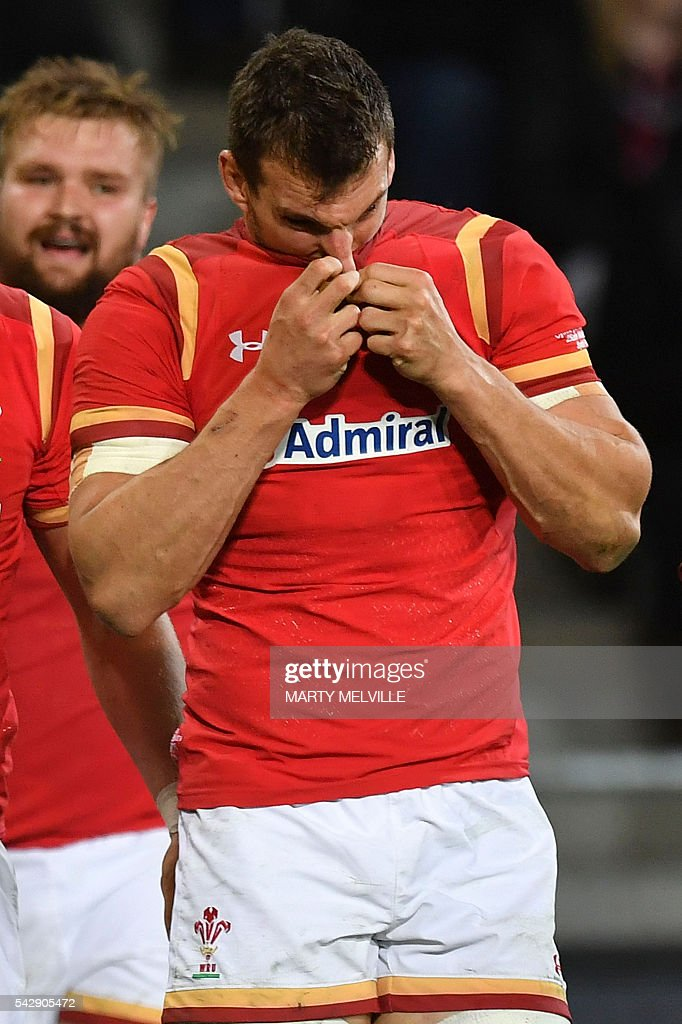 Sam Warburton of Wales (R) reacts to a New Zealand try during the third rugby union Test match between the New Zealand All Blacks and Wales at Forsyth Barr Stadium in Dunedin on June 25, 2016. / AFP / Marty Melville