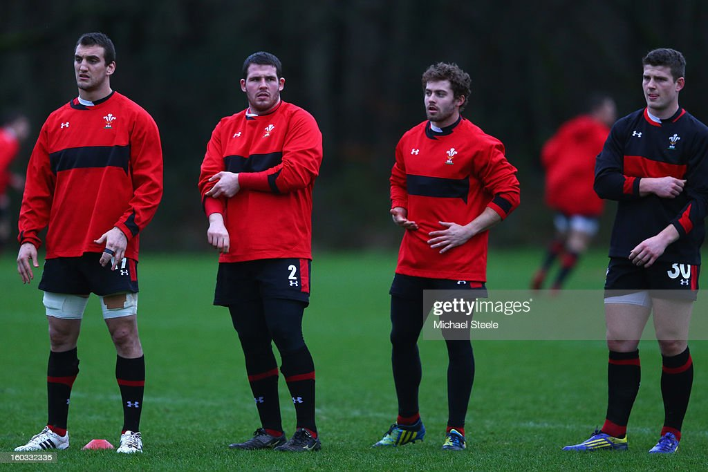 <a gi-track='captionPersonalityLinkClicked' href=/galleries/search?phrase=Sam+Warburton+-+Rugby+Player&family=editorial&specificpeople=4234449 ng-click='$event.stopPropagation()'>Sam Warburton</a> (L),Ryan Bevington (2L) <a gi-track='captionPersonalityLinkClicked' href=/galleries/search?phrase=Leigh+Halfpenny&family=editorial&specificpeople=4232760 ng-click='$event.stopPropagation()'>Leigh Halfpenny</a> (2R) and Scott Williams (R) during the Wales training session at Vale Resort on January 29, 2013 in Cardiff, Wales.