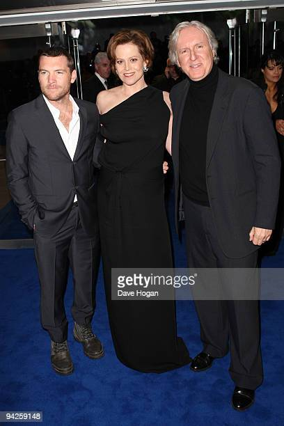 Sam Worthington Sigourney Weaver and James Cameron attend the world premiere of Avatar held at The Odeon Leicester Square on December 10 2009 in...