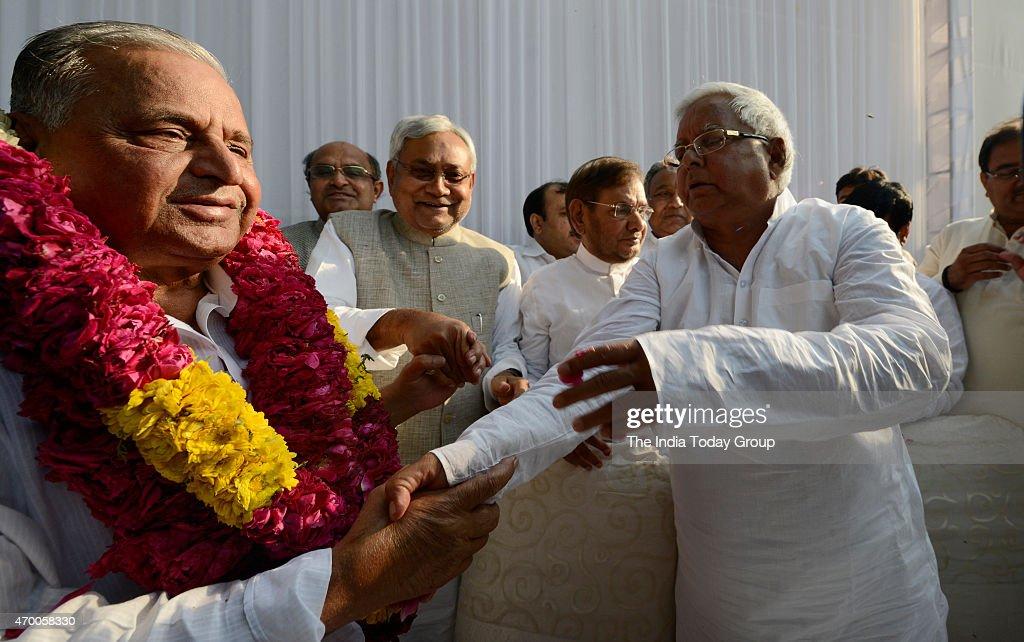 Samajwadi Party chief Mulayam Singh with RJD supremo Lalu Prasad JDS chief HD Devegowda and JD chief Sharad Yadav and Bihar CM Nitish Kumar during...