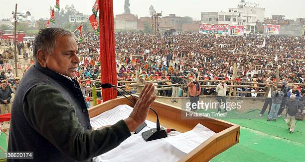 Samajwadi Party chief Mulayam Singh Yadav speaks during a party rally on January 8 2012 in Barabanki India Kickstarting his election campaign the...