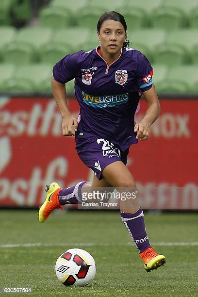 Samantha Kerr of Perth Glory runs with the ball during the round eight WLeague match between Melbourne City and Perth at AAMI Park on December 27...