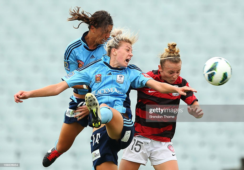 <a gi-track='captionPersonalityLinkClicked' href=/galleries/search?phrase=Samantha+Kerr&family=editorial&specificpeople=4860468 ng-click='$event.stopPropagation()'>Samantha Kerr</a> of Sydney scores a header for Sydney's second goal against the Wanderers during the round 12 W-League match between the Western Sydney Wanderers and Sydney FC at Campbelltown Sports Stadium on January 12, 2013 in Sydney, Australia.