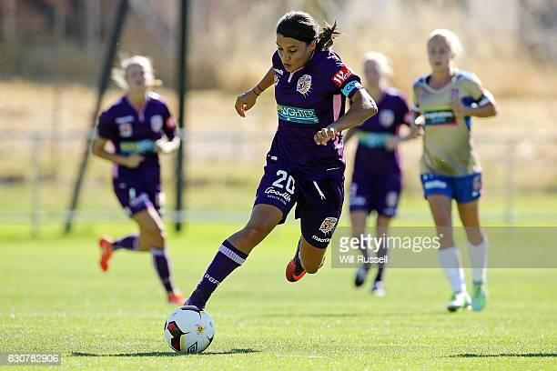 Samantha Kerr of the Glory controls the ball during the round 10 WLeague match between Perth and Newcastle at Dorrien Gardens on January 2 2017 in...
