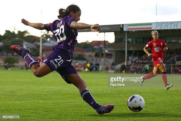 Samantha Kerr of the Glory crosses the ball during the round 13 WLeague match between Perth Glory and Adelaide United at Dorrien Gardens on January...