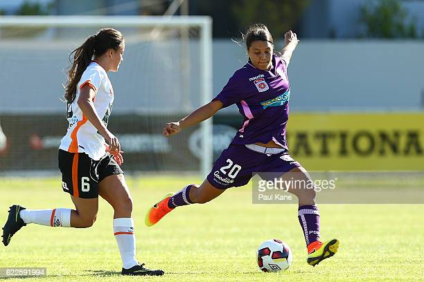 Samantha Kerr of the Glory passes the ball during the round two WLeague match between the Perth Glory and Brisbane Roar at Dorrien Gardens on...