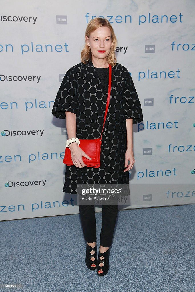 <a gi-track='captionPersonalityLinkClicked' href=/galleries/search?phrase=Samantha+Mathis&family=editorial&specificpeople=213487 ng-click='$event.stopPropagation()'>Samantha Mathis</a> attends the 'Frozen Planet' premiere at Alice Tully Hall, Lincoln Center on March 8, 2012 in New York City.