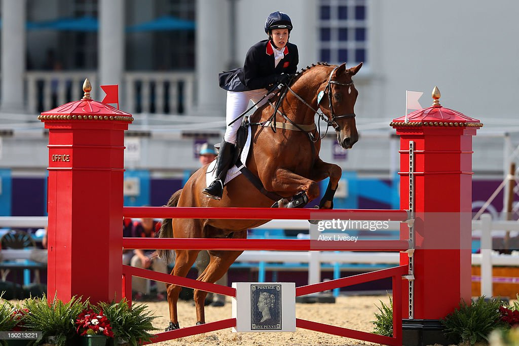 Samantha Murray of Great Britain riding Glen Gold competes during the Riding Show Jumping in the Women's Modern Pentathlon on Day 16 of the London...