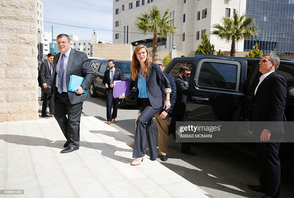 Samantha Power (C), United States Ambassador to the United Nations, arrives for a meeting with Palestinian prime minister Rami Hamdallah in the West Bank city of Ramallah, on February 13, 2016. / AFP / ABBAS MOMANI