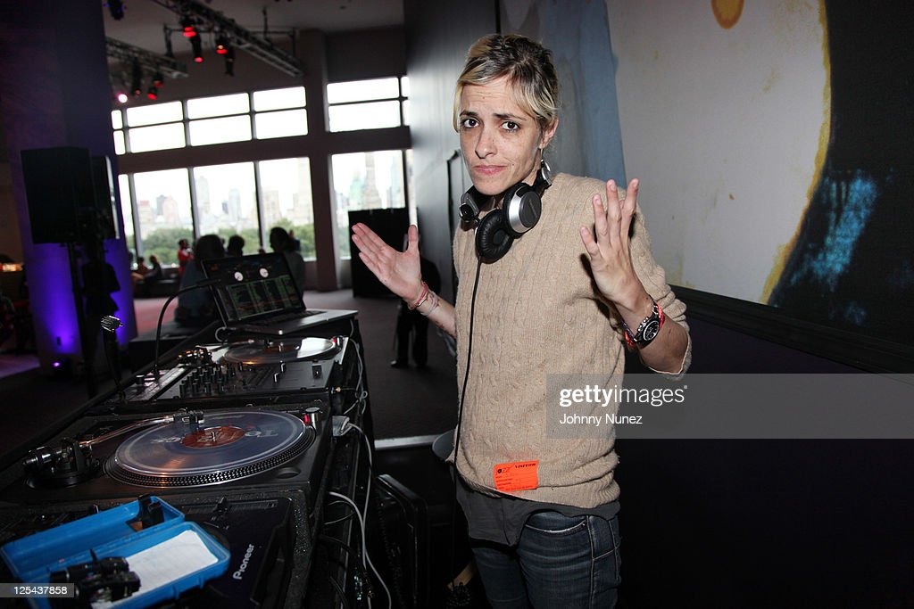 <a gi-track='captionPersonalityLinkClicked' href=/galleries/search?phrase=Samantha+Ronson&family=editorial&specificpeople=214678 ng-click='$event.stopPropagation()'>Samantha Ronson</a> spins at Harlem's Fashion Row at Jazz at Lincoln Center on September 16, 2011 in New York City.
