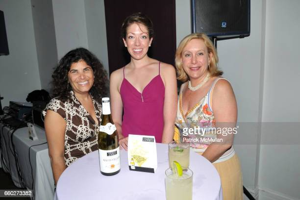 Samantha Shanken Sabrina Martin and Melanie Young attend NEW YORK CITY's OPERA DIVAS Shop for Opera at 717 Madison Ave on June 24 2009 in New York...