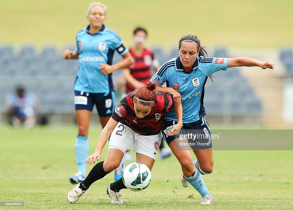 Samantha Spackman of the Wanderers competes with <a gi-track='captionPersonalityLinkClicked' href=/galleries/search?phrase=Emma+Kete&family=editorial&specificpeople=5481366 ng-click='$event.stopPropagation()'>Emma Kete</a> of Sydney during the round 12 W-League match between the Western Sydney Wanderers and Sydney FC at Campbelltown Sports Stadium on January 12, 2013 in Sydney, Australia.