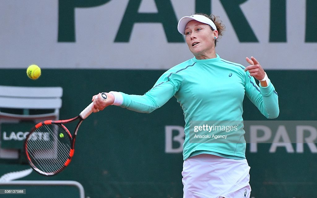Samantha Stosur (C) of Australia serves to Simona Halep (not seen) of Romania during the women's single fourth round match at the French Open tennis tournament at Roland Garros Stadium in Paris, France on May 30, 2016.