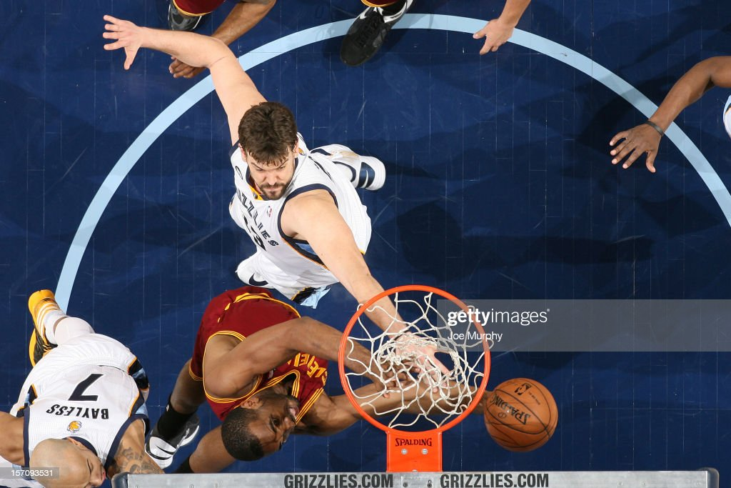 <a gi-track='captionPersonalityLinkClicked' href=/galleries/search?phrase=Samardo+Samuels&family=editorial&specificpeople=5042441 ng-click='$event.stopPropagation()'>Samardo Samuels</a> #24 of the Cleveland Cavaliers goes to the basket against <a gi-track='captionPersonalityLinkClicked' href=/galleries/search?phrase=Marc+Gasol&family=editorial&specificpeople=661205 ng-click='$event.stopPropagation()'>Marc Gasol</a> #33 of the Memphis Grizzlies on November 26, 2012 at FedExForum in Memphis, Tennessee.
