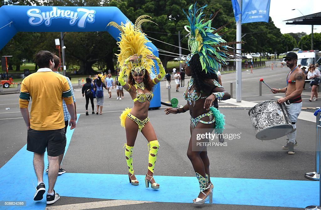 Samba dancers perform at the Sydney Sevens rugby union tournament in Sydney on February 7, 2016. AFP PHOTO / Peter PARKS -- IMAGE RESTRICTED TO EDITORIAL USE - NO COMMERCIAL USE / AFP / PETER PARKS