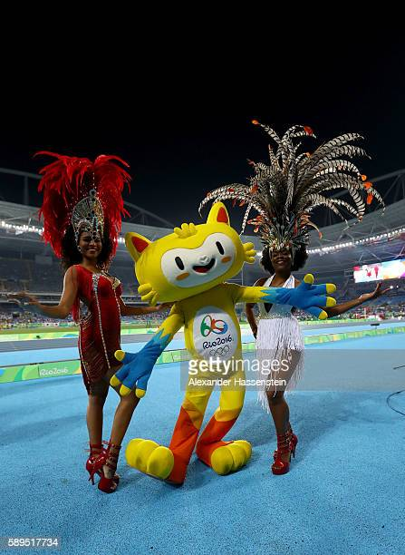 Samba dancers pose with mascot Vinicius des Moraes prior to the start of the athletics on Day 9 of the Rio 2016 Olympic Games at the Olympic Stadium...