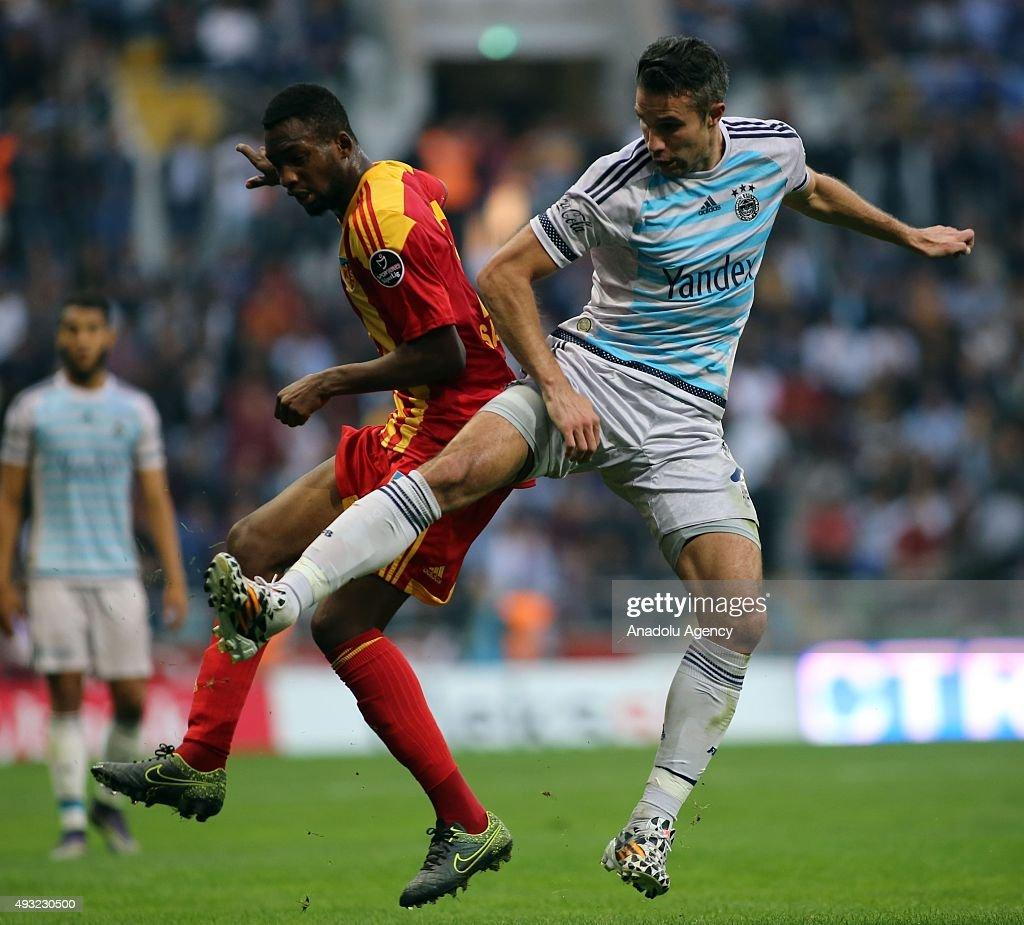 Samba Sow of Kayserispor in action against Robin Van Persie of Fenerbahce during the Turkish Spor Toto Super League football match between...