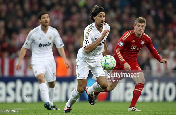 Sami Khedira hinten re Toni Kroos links Xabi Alonso Fussball UEFA Championsleague Halbfinale Hinspiel FC Bayern München Real Madrid 21 1742012
